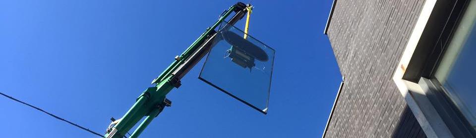 glas plaatsen en strakblauwe lucht